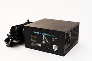 1stCOOL zdroj 700W WHITE STORM 700 85+ s aktivnim PFC, ventilátor 140mm (zdroj do PC case)