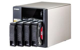 QNAP TS-453A NAS server s iSCSI a RAID, 4GB DDR3, pro 4x3,5/2.5